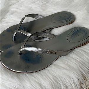 Gucci Women's leather silver flip flops sandals